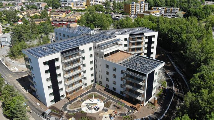 Lindeberg Sykehjem fremstår i ny drakt: Valgte solceller på fasade og tak