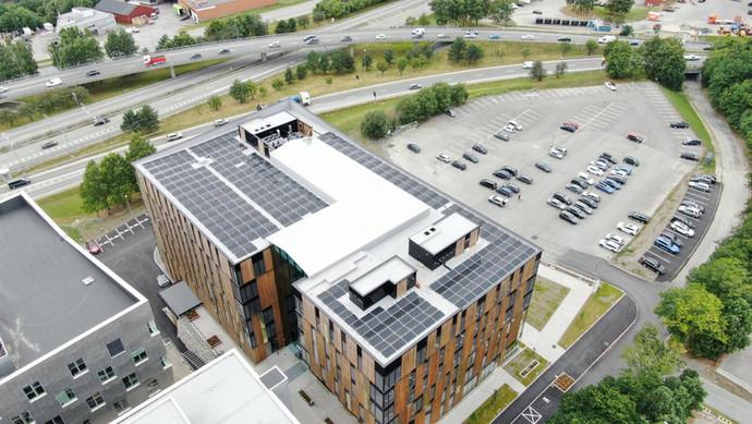 Lysgården installerer solceller på tak:Gir oss ren energi uten CO2 avtrykk