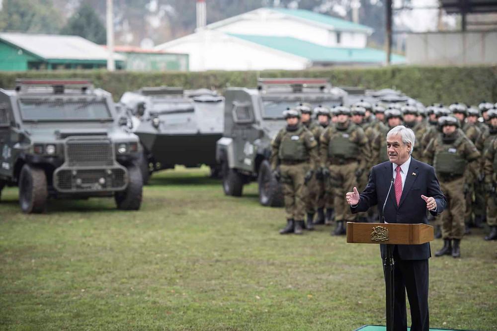 """En junio de 2018, el presidente Sebastián Piñera presentó con orgullo el """"Comando Jungla"""" para ser usado contra los mapuches. Cuatro meses después un policía de este comando mató al mapuche Camilo Catrillanca."""