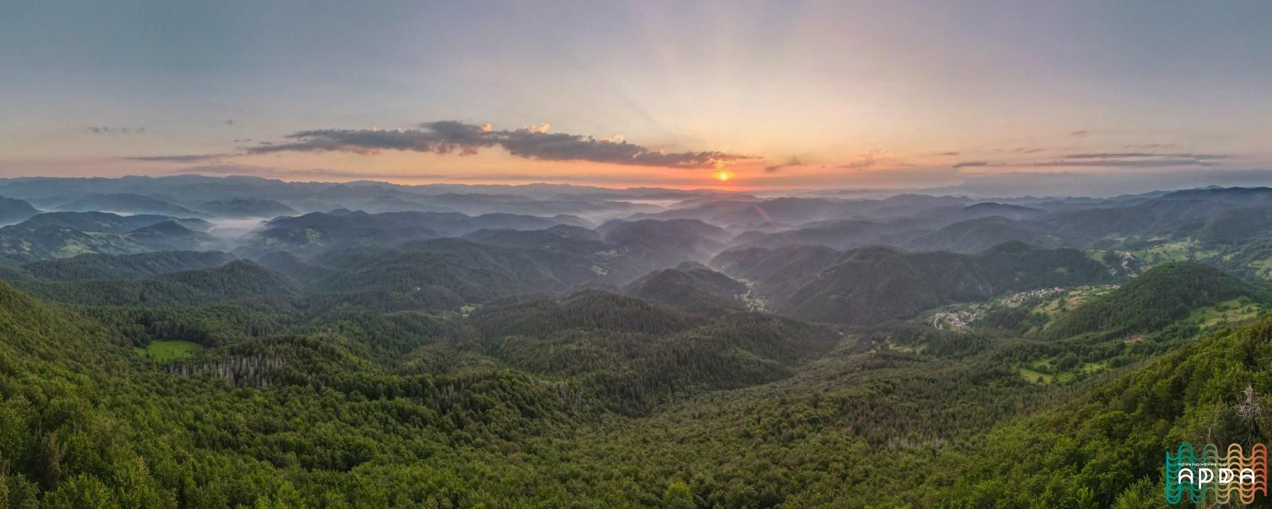 Изгрев от връх Ком