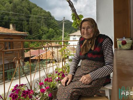 Майсторката на родопски терлици баба Минка