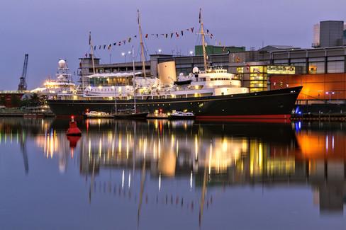 The_Royal_Yacht_Britannia_twilight_©_Da