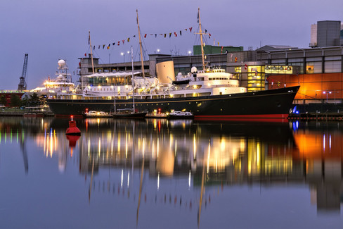 The_Royal_Yacht_Britannia_twilight_©_Da