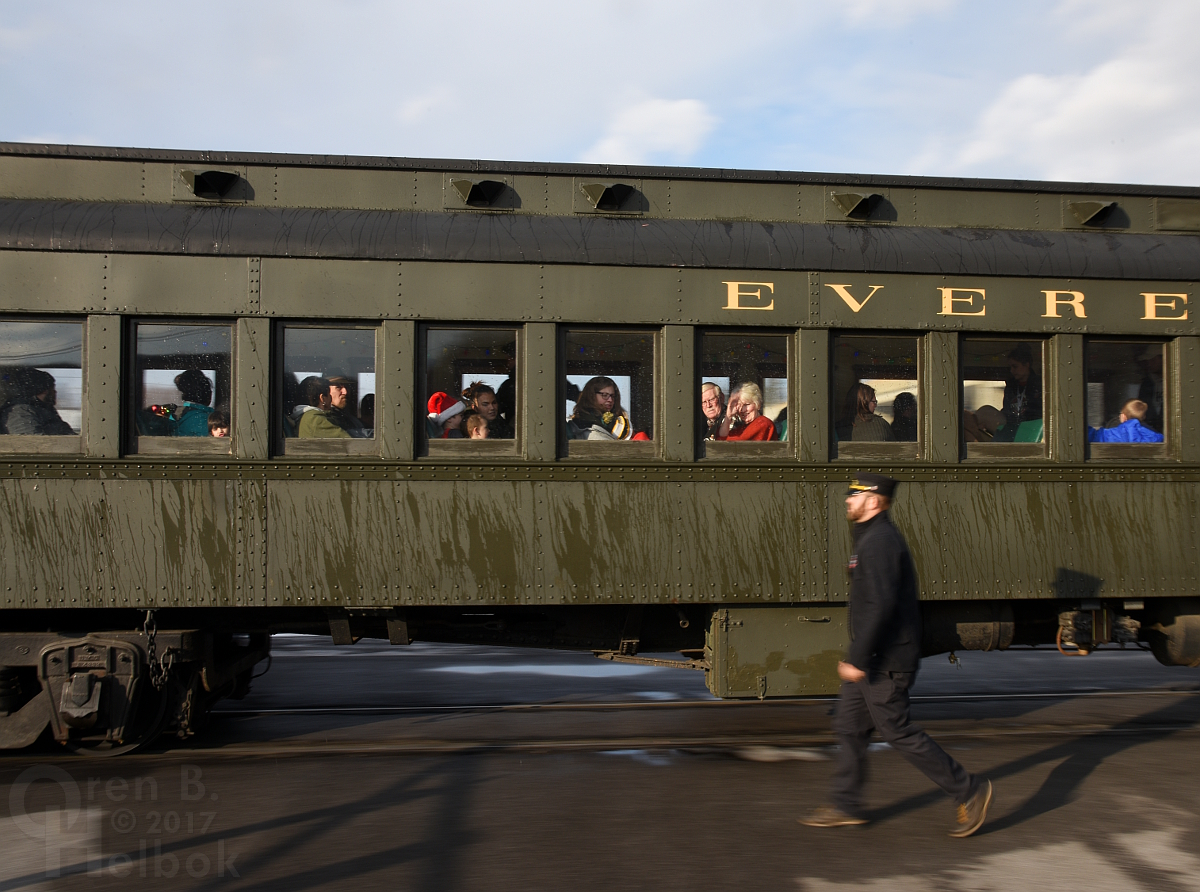 2017-12-16 Everett #11 2pm train arriving Hollidaysburg 3 305pm small
