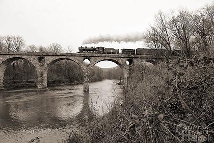 Reading & Northern 425 with Santa train northbound at Peacock's Lock Bridge, Reading, Pennsylvania