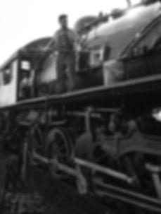 Strasburg Rail Road hostler Dave Lotfi cleaning #475