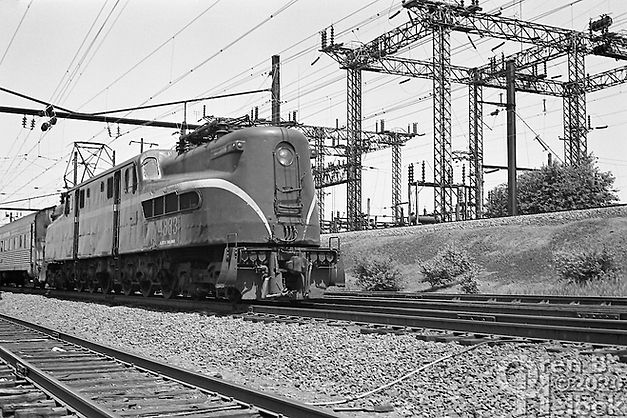 New Jersey Transit GG1 4883, LANE Tower, Newark, New Jersey, 1977, Oren B. Helbok photo