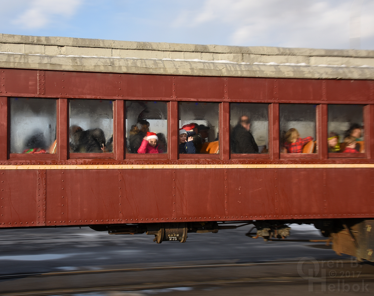 2017-12-16 Everett #11 2pm train arriving Hollidaysburg 2 305pm small