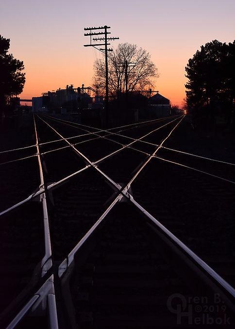 Sunset, Iron Triangle, Fostoria, Ohio, NS and CSX diamonds, eastbound CSX freight train, Oren B. Helbok photo