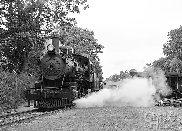 Wilmington & Western Railroad #98 switching at Marshallton