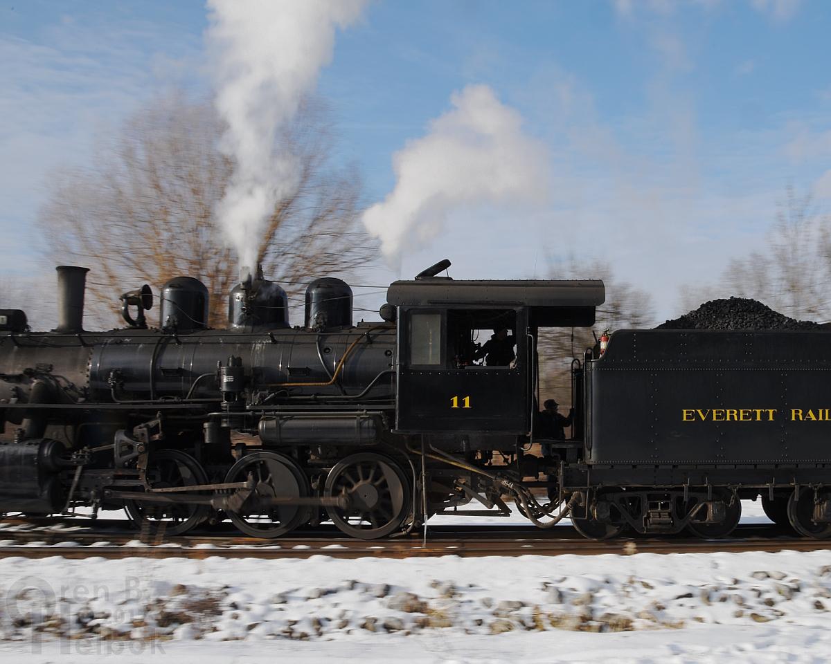 2017-12-16 Everett #11 2pm train runaround at Brookes Mills 1 231pm small