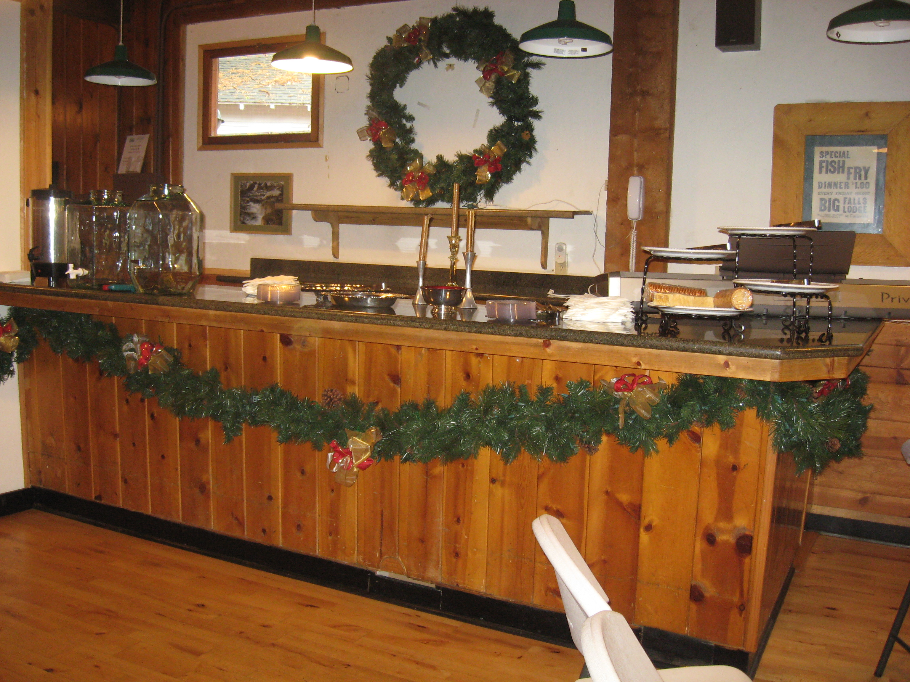 Big Falls Lodge Service Bar