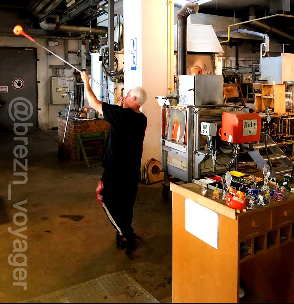 Werksführung bei der Zwiesel Kristallglas AG. Hier kann man auch den Beruf des Glasbläsers lernen