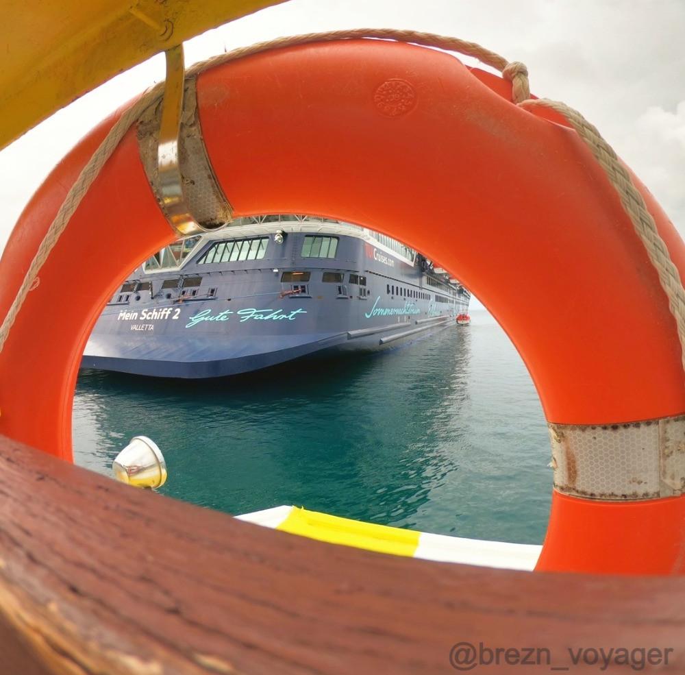 Mein Schiff 2 im Rettungsring