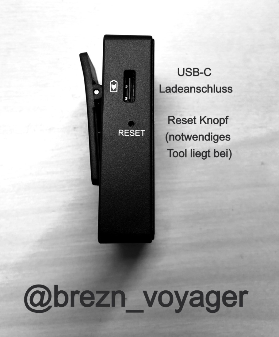 Mit USB-C Ladeanschluss und Reset Knopf. Das dafür notwendige Werkzeug liegt bei