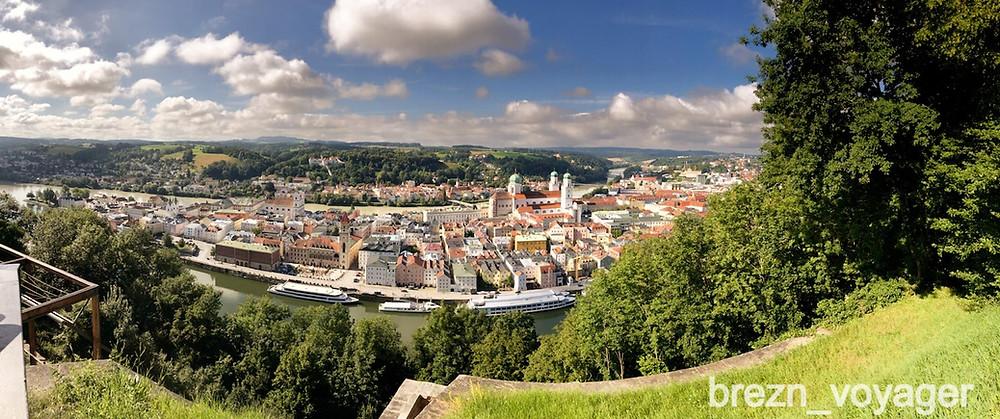Eine Panoramaaufnahme der Passauer Altstadt. Aufgenommen von der Aussichtsplattform der Veste Oberhaus