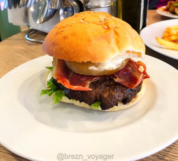 Burger aus dem Tag und Nacht Bistro