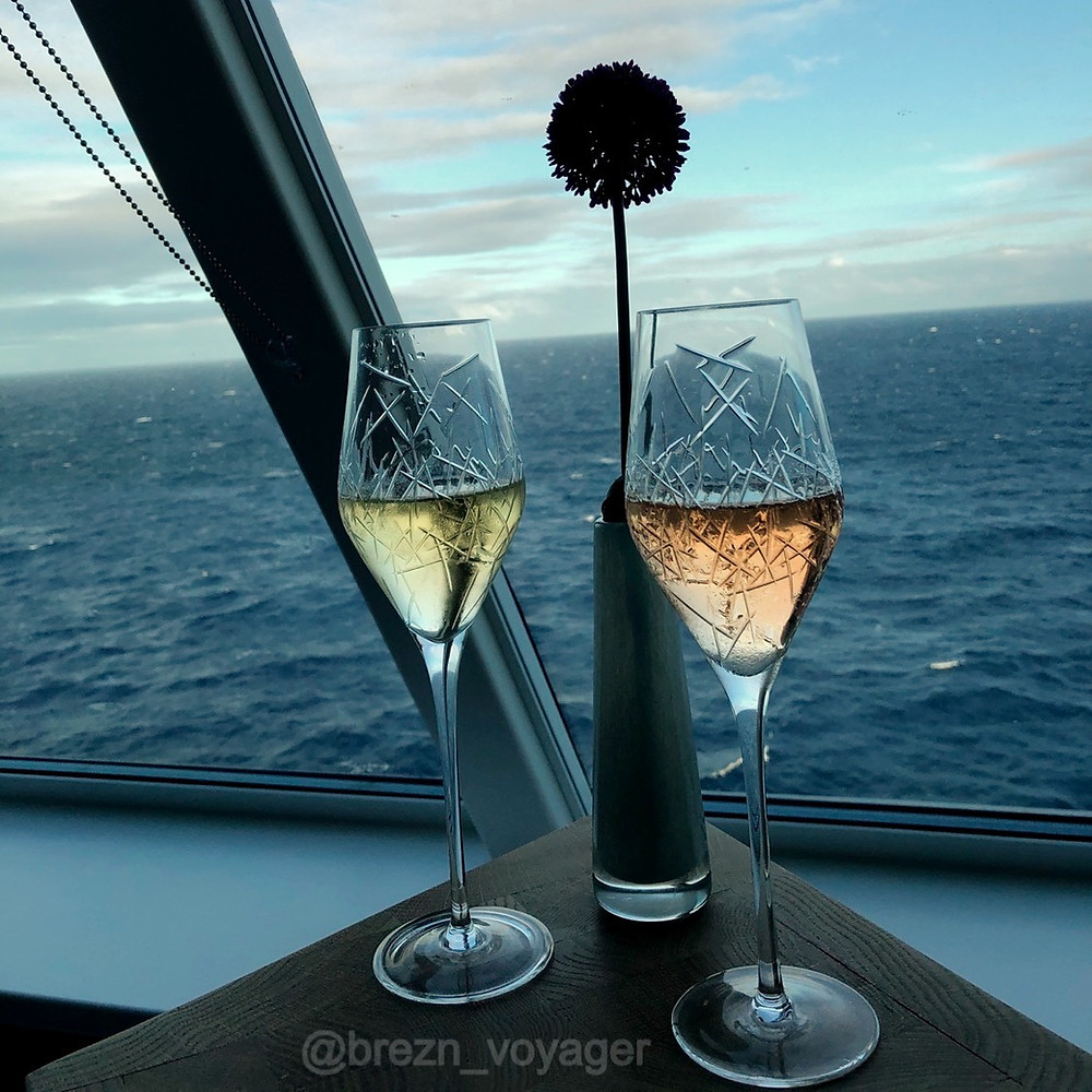 Gläser von Zwiesel 1872 in der X-Lounge der Mein Schiff 2 von Tui Cruises. In diesen Gläsern wird Champagner von Pommery ausgeschenkt