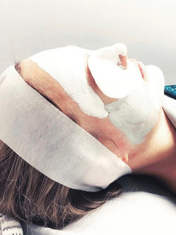 Refreshing Eye Treatment with Classical Facial