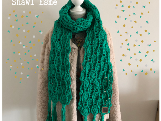Shawl Esmé handmade by juf Sas met gratis haakpatroon
