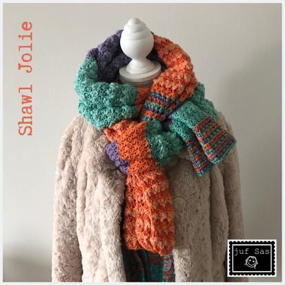Shawl Jolie handmade by juf Sas met gratis haakpatroon