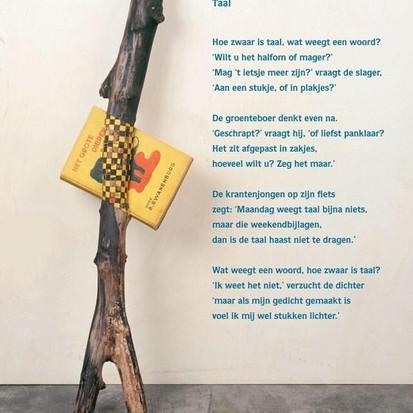 Taal, hoe zwaar is taal, wat weegt een woord? gedicht van Bies van Ede