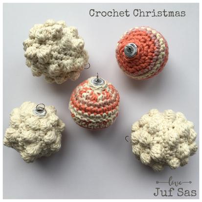 Popcornkerstbal handmade by juf Sas met gratis haakpatroon