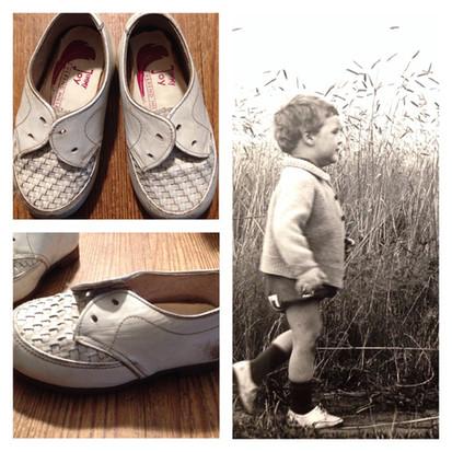 Een stukje nostalgie: foto van Jeroen, lopend op Jimmy Joy schoenen