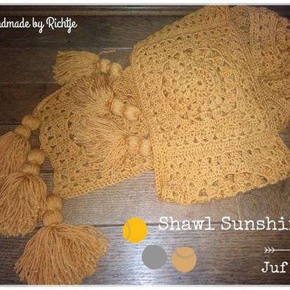 Shawl Sunshine handmade by Richtje en Greet met gratis patroon van juf Sas