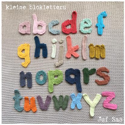 Kleine blokletters handmade by juf Sas met gratis patroon