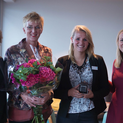 De RESET award met team leesconsulenten van de Bibliotheek op school gewonnen