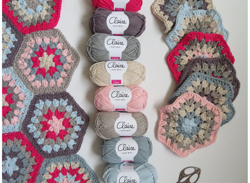 Tafelkleed Feikje van zeshoekige granny squares handmade by juf Sas met gratis haakpatroon