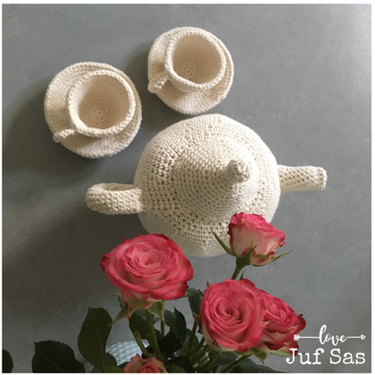 Tea for two, kop en schotel handmade by juf Sas met gratis patroon