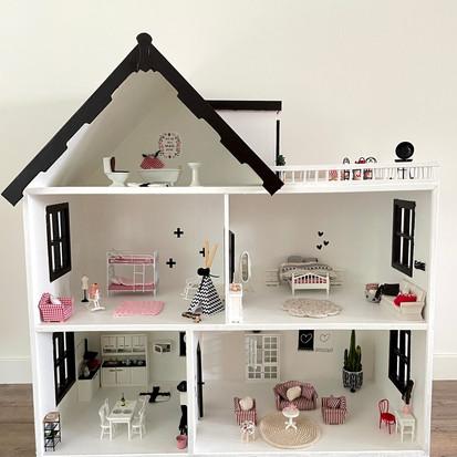 Het poppenhuis, deel 2