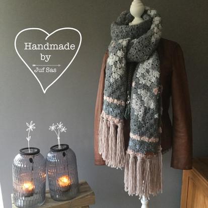 Shawl Snowflake handmade by juf Sas met gratis haakpatroon
