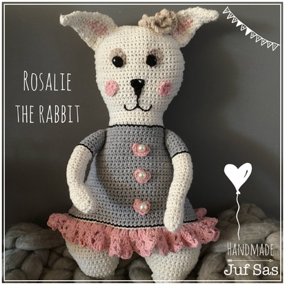 Rosalie the rabbit handmade by juf Sas met gratis patroon