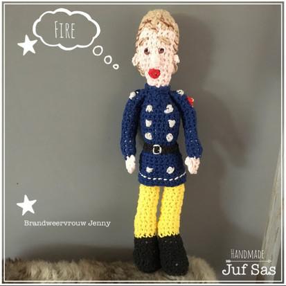 Brandweervrouw Jenny handmade byjuf Sas met gratis patroon