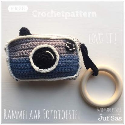 Rammelaar Fototoestel handmade by Sule met gratis haakpatroon van juf Sas