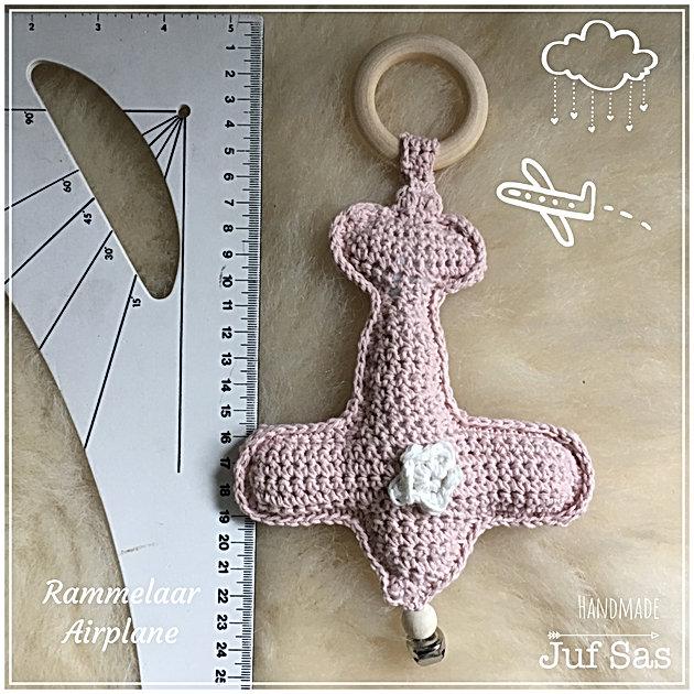 Gehaakte Rammelaar Airplane Handmade By Nida Met Gratis Patroon Van