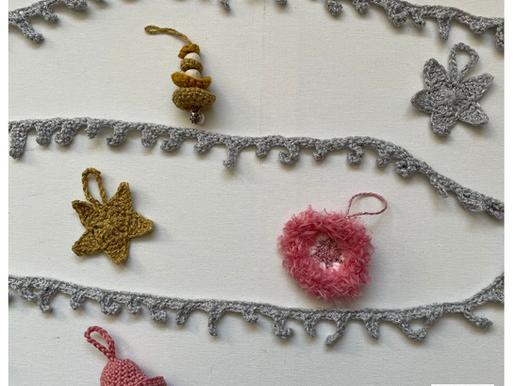 Kerstslinger handmade by juf Sas met gratis haakpatroon