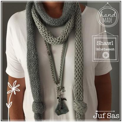 Zomerse shawl Inbetween handmade by juf Sas met gratis breipatroon