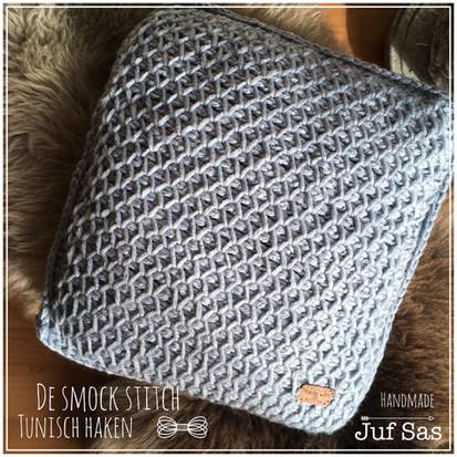 Tunisch haken: Kussen gehaakt met de Tunesian smock stitch handmade by juf Sas