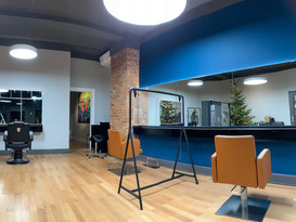 Salon Vergrößerung. Wir haben die Ladenfläche um 50m2 erweitert .