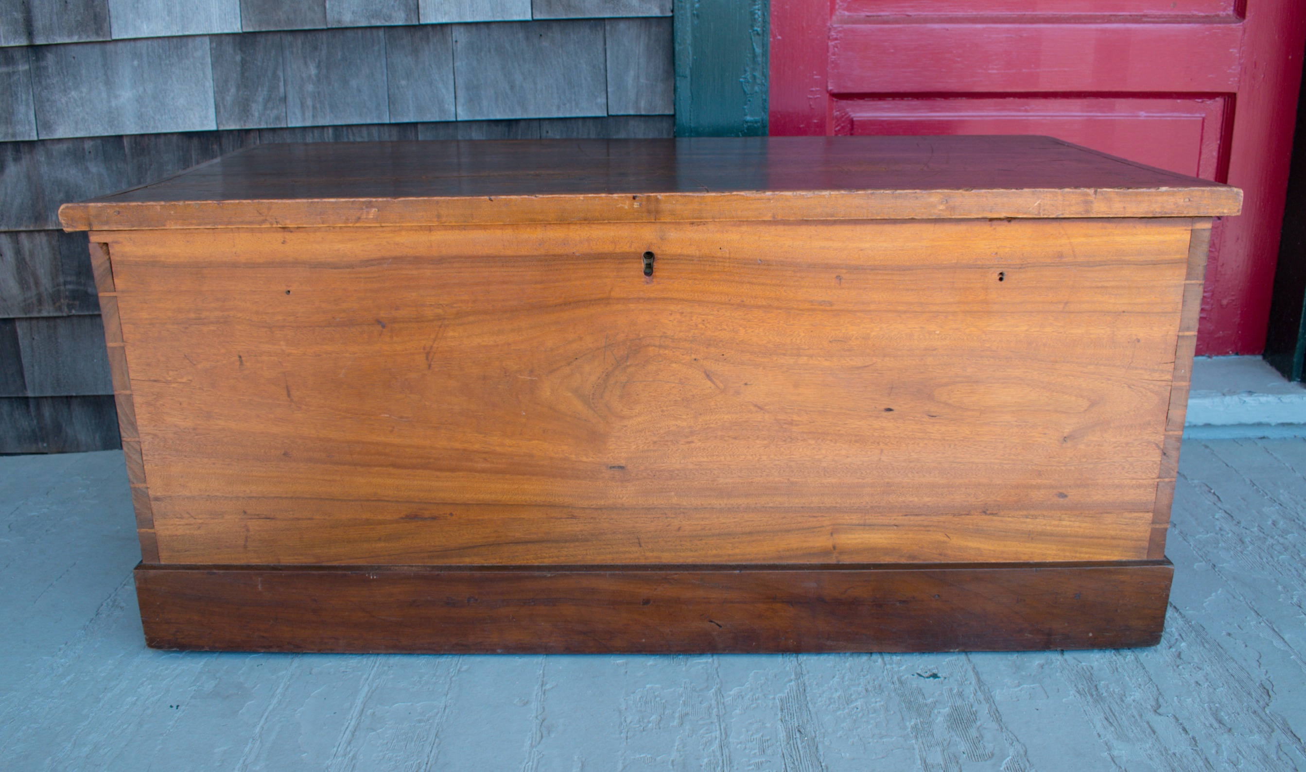 Camphorwood Chest
