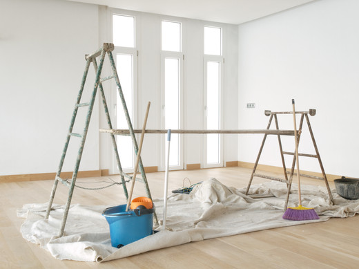 Scaffold in a white room with parquet.jp
