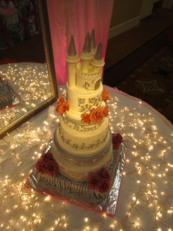 Castle cake Pin lit