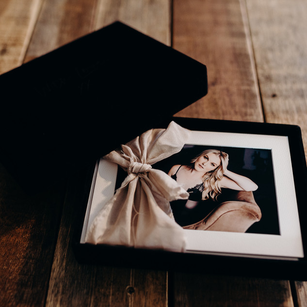 Velvet print box with Matted photo prints