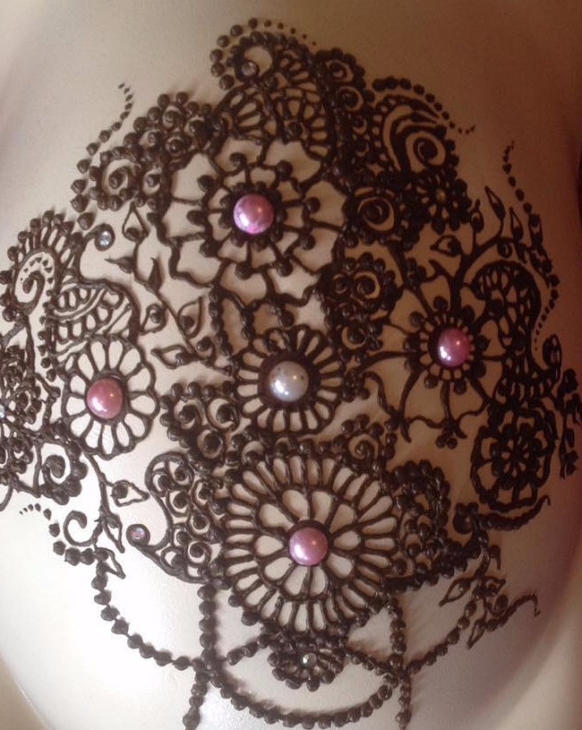 Henna belly art