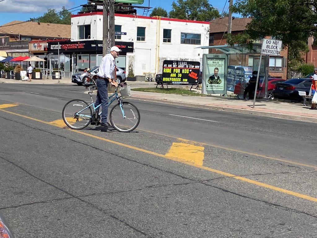 cyclist in traffic crossing bathurst.jpe