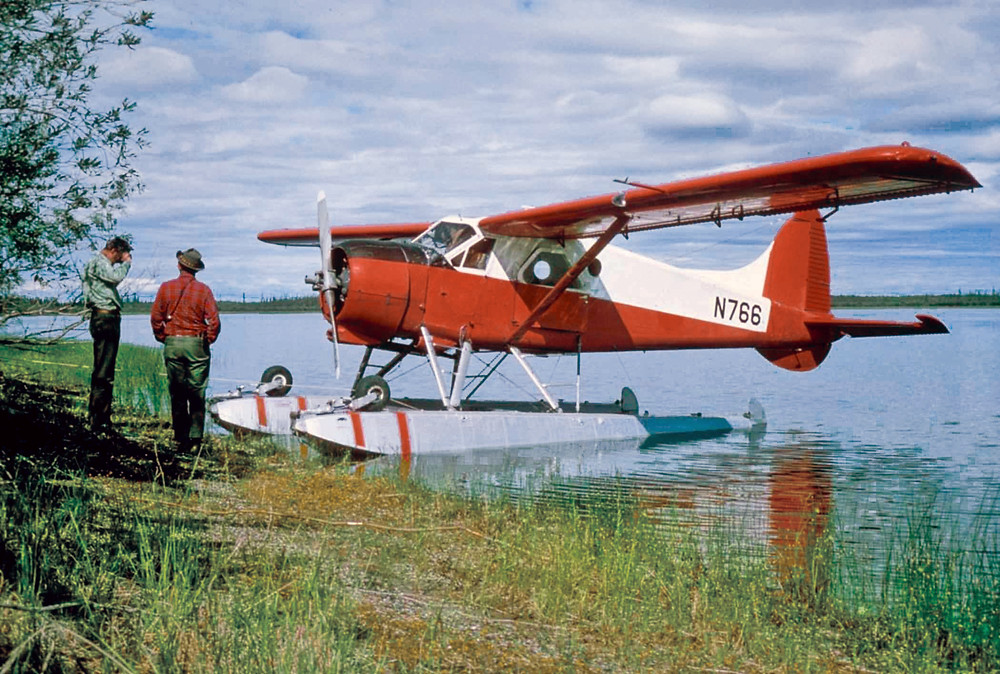 The de Havilland DHC-2 Beaver on floats at the water's edge